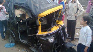 صورة إصابة 4 أشخاص فى تصادم سيارة ميكروباص مع توك توك بأسيوط
