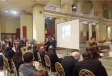 صورة بعد تكريمة ..حواس يهدي وزير السياحة و الآثار كتاب أثري فريد