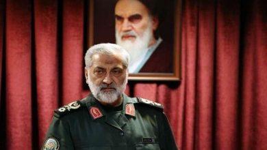 """صورة قائد عسكري إيراني يهدد """"التواجد الإرهابي والقواعد الإسرائيلية"""" على الحدود"""
