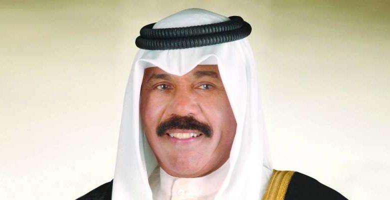 سمو الأمير يعزّي أسر شهداء الكويت