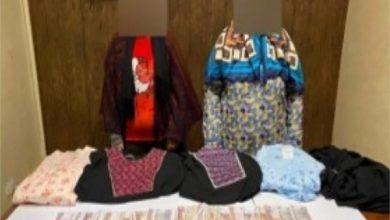 صورة ضبط سيدتين لسرقتهن الملابس من المولات التجارية بالسلام