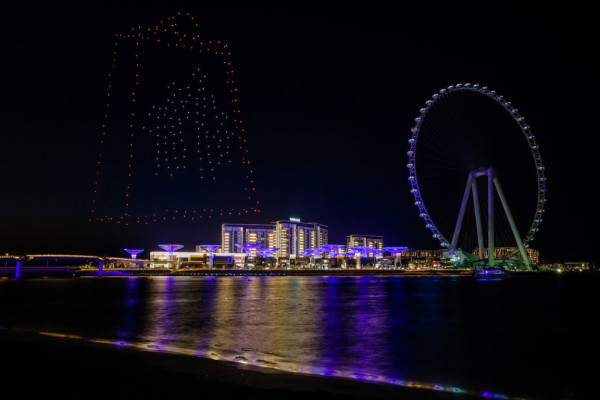 """طائرات """"الدرون"""" تضيء سماء دبي في عرض فريد خلال مهرجان دبي للتسوق"""