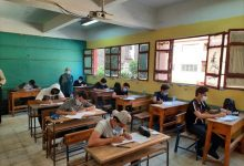 صورة 1044 طالبا وطالبة بأولى ثانوي يؤدون امتحانات الفصل الدراسي في جنوب سيناء