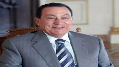 صورة «أكل بطيخة كاملة».. شرط مبارك لحصول مصطفى الفقي على إجازة