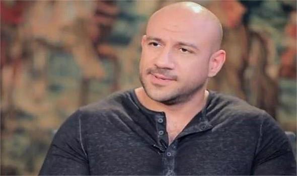 السر وراء رفض الفنان أحمد مكي احتراف نجله الفن