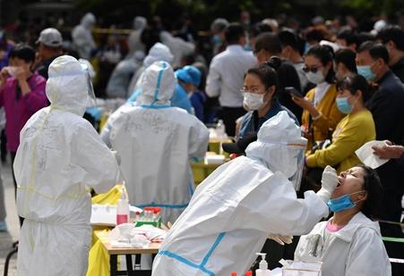 الصين تسجل 10 إصابات جديدة بكوفيد-19