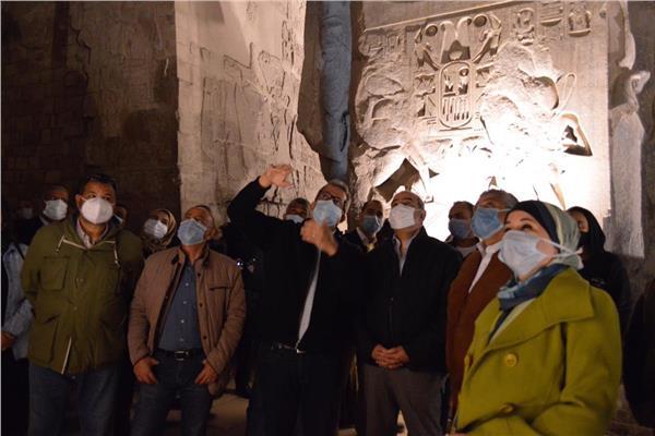 وزيرا الطيران والسياحة يتفقدا أعمال ترميم تمثال رمسيس الثانى