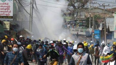 صورة تواصل الاحتجاجات في ميانمار والشرطة تقمع المتظاهرين