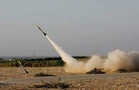 مقتل وإصابة 9 مدنيين بشظايا صاروخ أطلقته الميليشيا الحوثية على سوق شعبي بمأرب