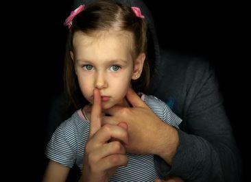 نجدة الطفل: نقدم إرشادا نفسيا للأم حول كيفية التعامل مع ابنتها ضحية التحرش