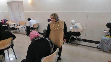 صورة وسط الإجراءات الاحترازية.. طالبات الدراسات الإسلامية والعربية يؤدين الامتحانات