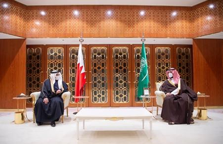 ولي العهد رئيس مجلس الوزراء يؤكد موقف البحرين الثابت والراسخ مع السعودية في حفظ أمنها واستقرارها