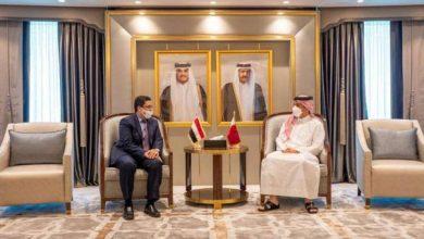 صورة وزير الخارجية القطري يبحث مع نظيره اليمني علاقات التعاون الثنائية