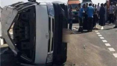 صورة إصابة ٨ أفراد إثر انقلاب «ميكروباص» بشبين الكوم