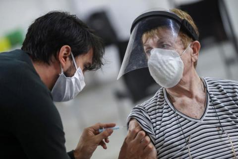إصابة 5800 أميركي بـ«كورونا» بعد تلقيهم جرعتي اللقاح