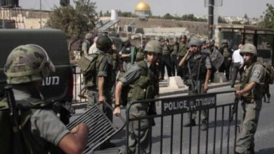 صورة الاحتلال يهاجم المصلين ويعتقل عددا من الشبان قرب بابي العامود والزاهرة بالقدس المحتلة