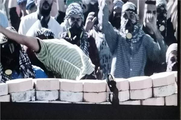 ميليشيات الإخوان استخدموا النساء والأطفال «دروع بشرية».. والشرطة تنقذهم