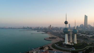 صورة رصد ظاهرة «المد الأحمر» بالكويت.. نفوق للأسماك وتغير لون مياه البحر