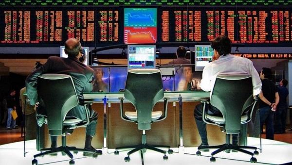 صعود مؤشر بورصة موسكو والروبل يرتفع أمام العملات الأجنبية