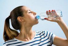 صورة فيديو.. استشاري تغذية: شرب المياه الباردة بكثرة أثناء الإفطار خطأ تماما