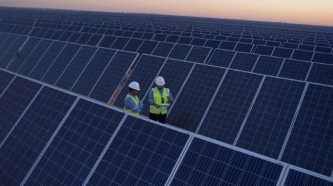 محمد بن سلمان: سعودی به مرکز جهانی برای انرژیهای سنتی و تجدیدپذیر تبدیل میشود