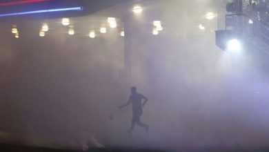 اندلاع حريق داخل حرم جامعة القدس في أبو ديس جراء إطلاق قوات الاحتلال قنابل الغاز والصوت