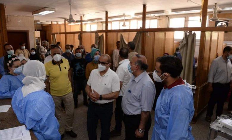 رئيس جامعة أسيوط يتفقد الأطقم الطبية المناوبة في أول أيام عيد الفطر