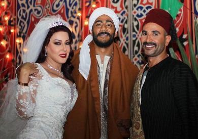 سمية الخشاب تتحدث عن كواليس صورة فرحها مع محمد رمضان بحضور أحمد سعد