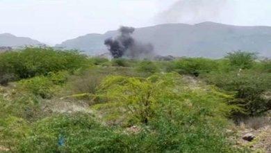 شاهد.. مواقع وتحصينات الحوثي بالساحل الغربي اليمني في مرمى نيران مدفية القوات اليمنية