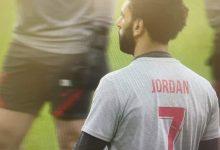 صلاح يرتدي قميص يحمل اسم مشجع ليفربول الذي توفى إثر إصابته ببرق