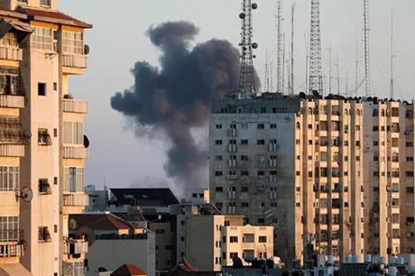 طيار اسرائيلي يكشف سبب تدمير ابراج غزة