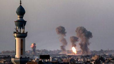 غارات إسرائيلية تدمر مبنى من 14 طابقا في غزة