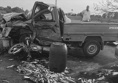 مصرع شخصين وإصابة 8 آخرين في تصادم سيارتين بدراجات نارية في الشرقية