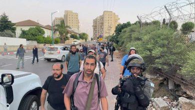 مواجهات عنيفة في اللد.. مستوطنون مسلحون من الضفة يصلون المدينة المحتلة