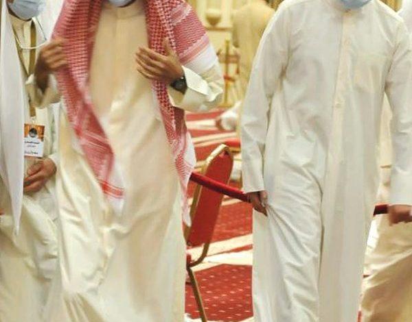 شاهد...صاحب السمو يتقدم جموع المصلين في قيام الليل بمسجد بلال بن رباح