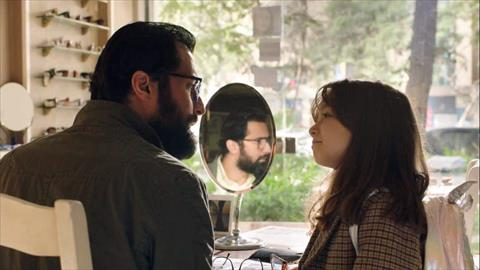 أحمد حاتم أب مثالي يرفض فكرة الزواج في مسلسل ليه لأ