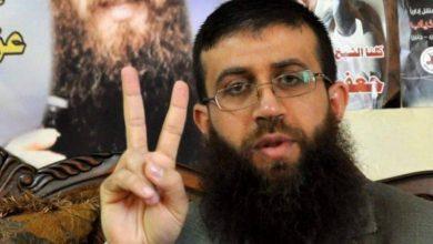 الأسير خضر عدنان يُعلن إضرابه عن الطعام رفضًا لاعتقاله التعسفي بسجون الاحتلال .