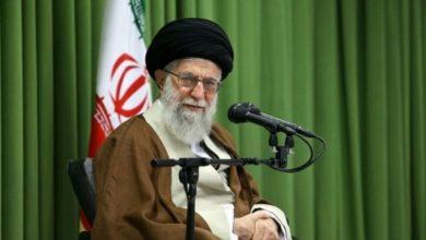 الولايات المتحدة تدرس خيار رفع العقوبات عن المرشد الأعلى لإيران .