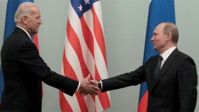 بايدن يحذر بوتين من إهمال الحالة الصحية للمعارض السجين نافالني