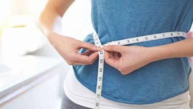 إخصائية: تقدِّم نصائح لفقدان الوزن «دون حمية غذائية أو رياضة»