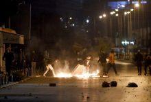 تونس: تجدد عمليات الكر والفر بين شبان وقوى الأمن على خلفية وفاة شاب غربي العاصمة .