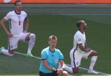 ردود فعل متباينة للجماهير بعد إنحناء لاعبي إنجلترا على ركبتهم قبل مواجهة كرواتيا