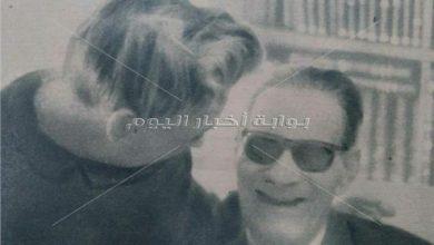 طه حسين برفقة زوجته - أرشيف أخبار اليوم