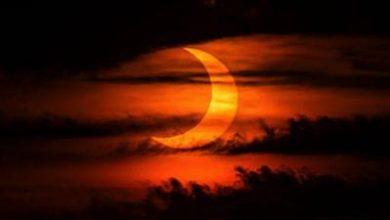 كسوف الشمس.. سكان نصف الكرة الشمالي يشاهدون «حلقة النار» تعبر كوكبنا