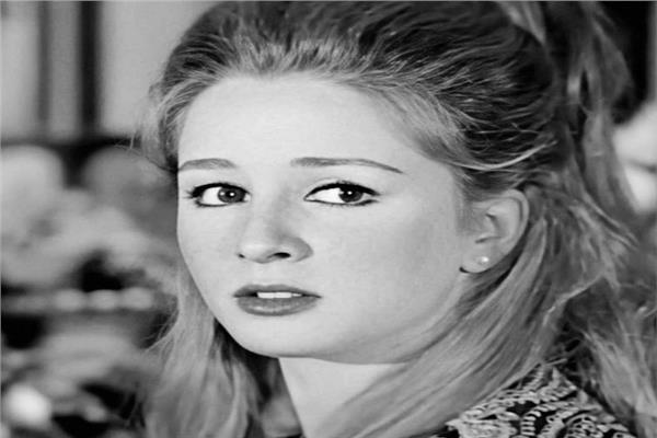 الفنانة نجلاء فتحي - أرشيفية