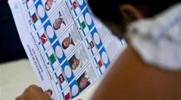وضع مرشحين اثنين آخرين قيد الحبس الاحتياطي