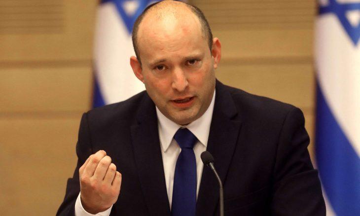 """""""يسرائيل هيوم"""" تتساءل: كيف يوقف بينيت """"كرات اللهب المتدحرجة"""" نحو حكومته؟"""