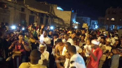 العشرات يتوافدون للمشاركة في رقصة الليوة الشهيرة بالعاصمة عدن
