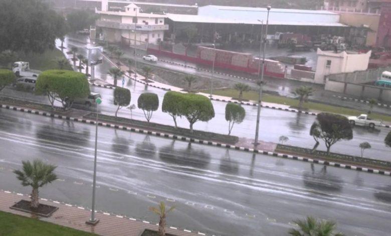 المركز الوطني للأرصاد: هطول أمطار غزيرة على منطقة عسير