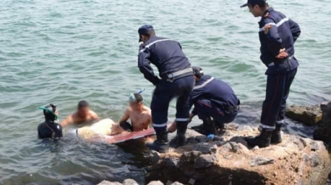 انتشال جثة شاب غرق في مياه البحر شرقي الإسكندرية